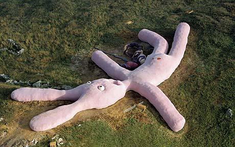 بزرگترین عروسک خرگوش جهان بانام خرگوش صورتی