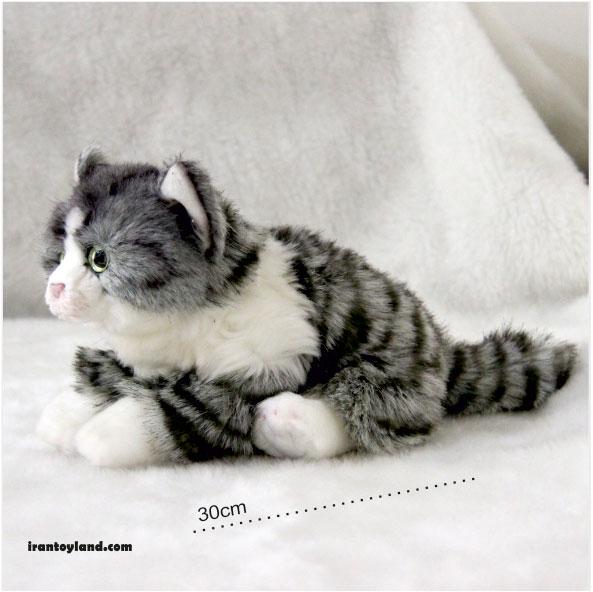 عروسک گربه خاکستری و سفید راه راه