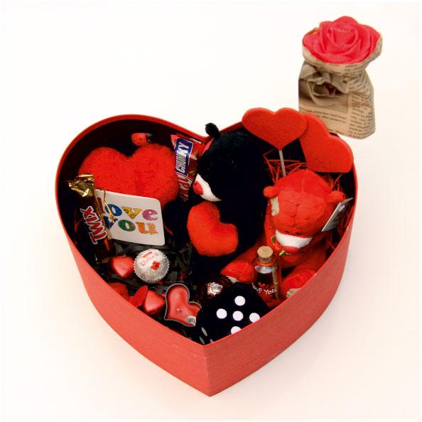 پکیج هدیه ولنتاین جعبه قلبی سایز 2