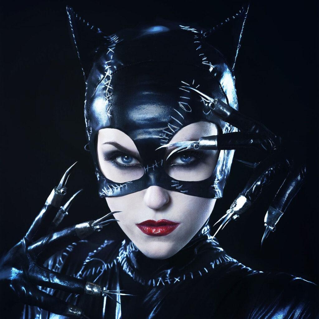زن گربه ای